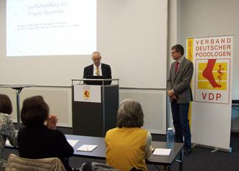 Bereits früh um 9.00 Uhr begrüßte Volker Pfersich als erster Vorsitzender des VDP den ersten Referenten Herrn Dr. med. Michael Graf und eröffnete so die 15. Qualitätskonferenz des VDP. © CKW