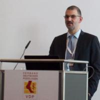 Kollege Matijas Galic bei seinem Referat der podologischen Screeningmöglichkeiten